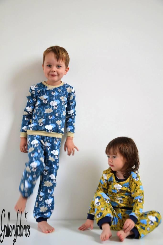 De pyjama's werden te klein... Hello Wolf!!