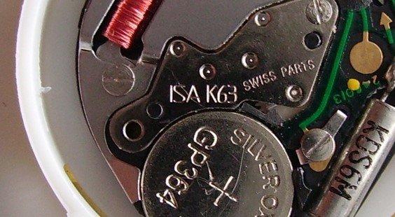 Waarom je nooit zelf de batterij van je horloge mag vervangen!
