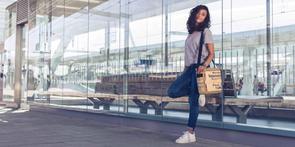 Schoudertasje Autoband : Stoer schoudertasje recycled theezakken duurzaam fair