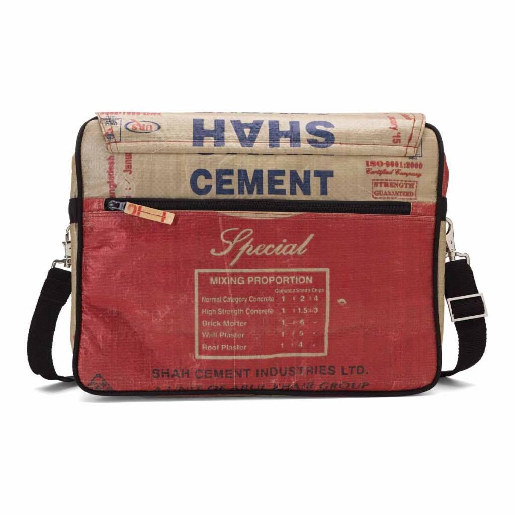 Used2b Stoere Koerierstas gemaakt van Cementzakken rood