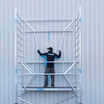 Euroscaffold Rolsteiger 135 x 305 x 8,2 m fiber decks incl enkele voorloopleuning
