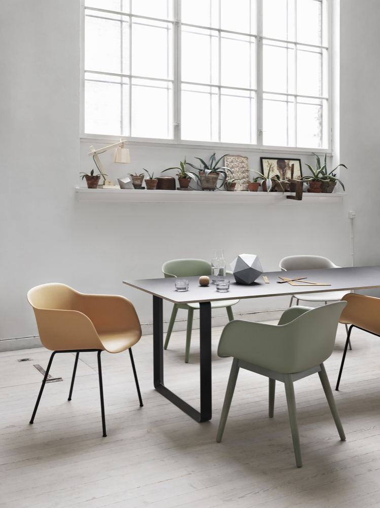 Fiber Chairs 70 70 table