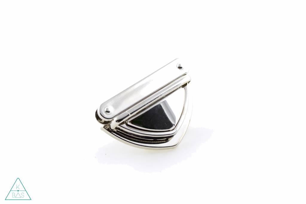 Driehoekige klikgesp, Nikkel