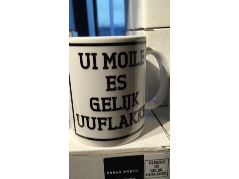 Urban Merch Beker 'Ui Moile Is Gelijk Uuflakke'