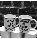 Urban Merch Mug 'Ui Moile Is Gelijk Uuflakke'