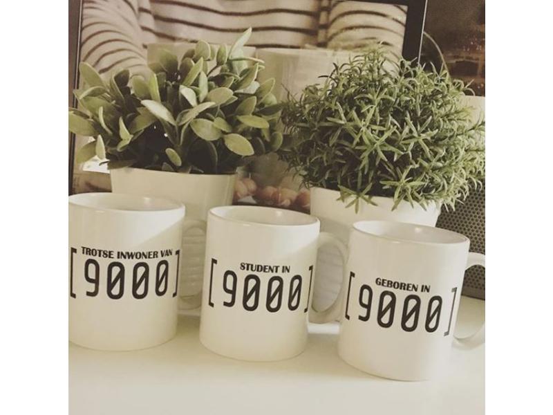 Urban Merch Mug 'Geboren In 9000'