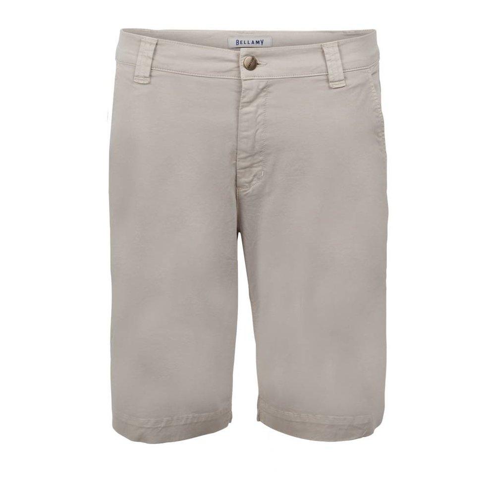 Met zorg ontworpen korte broek