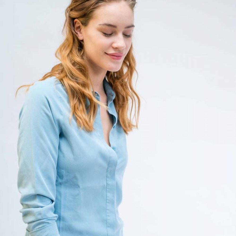 Getailleerde tencel blouse met blinde sluiting