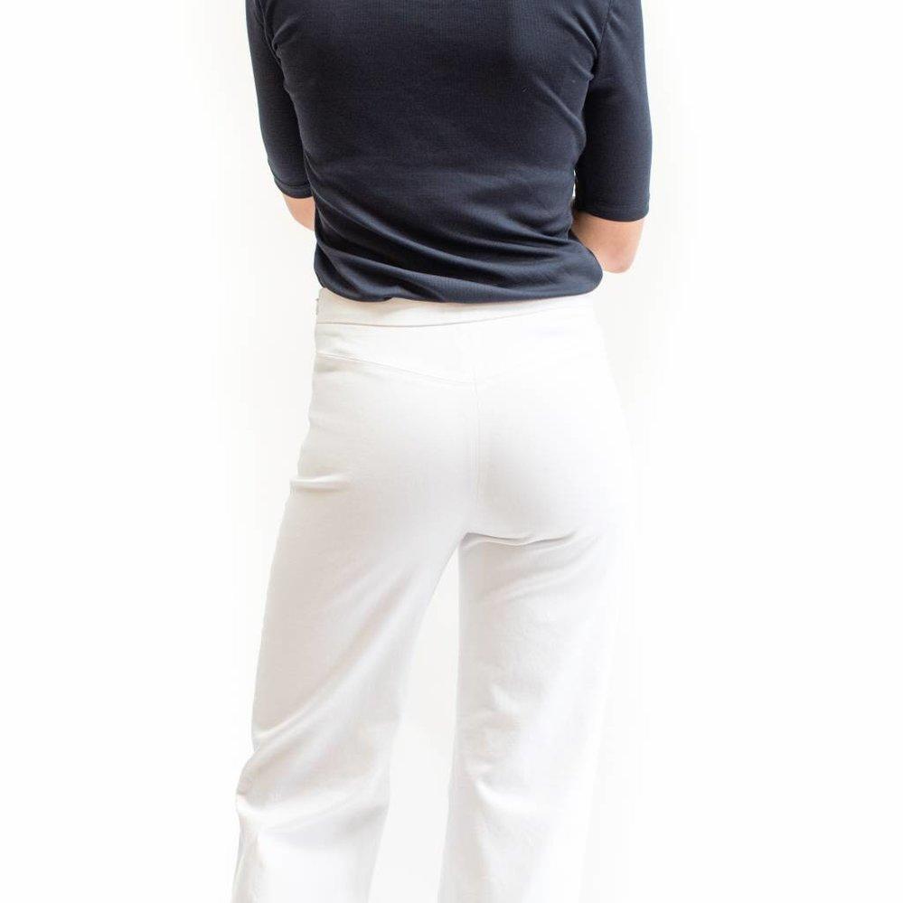 Broek met hoge waistband met uitlopende pijp
