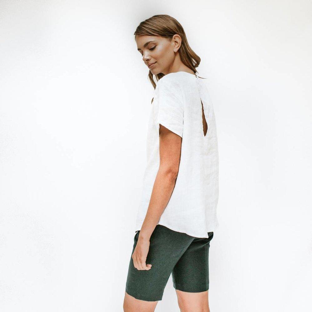 Feminine linnen top met kapmouw