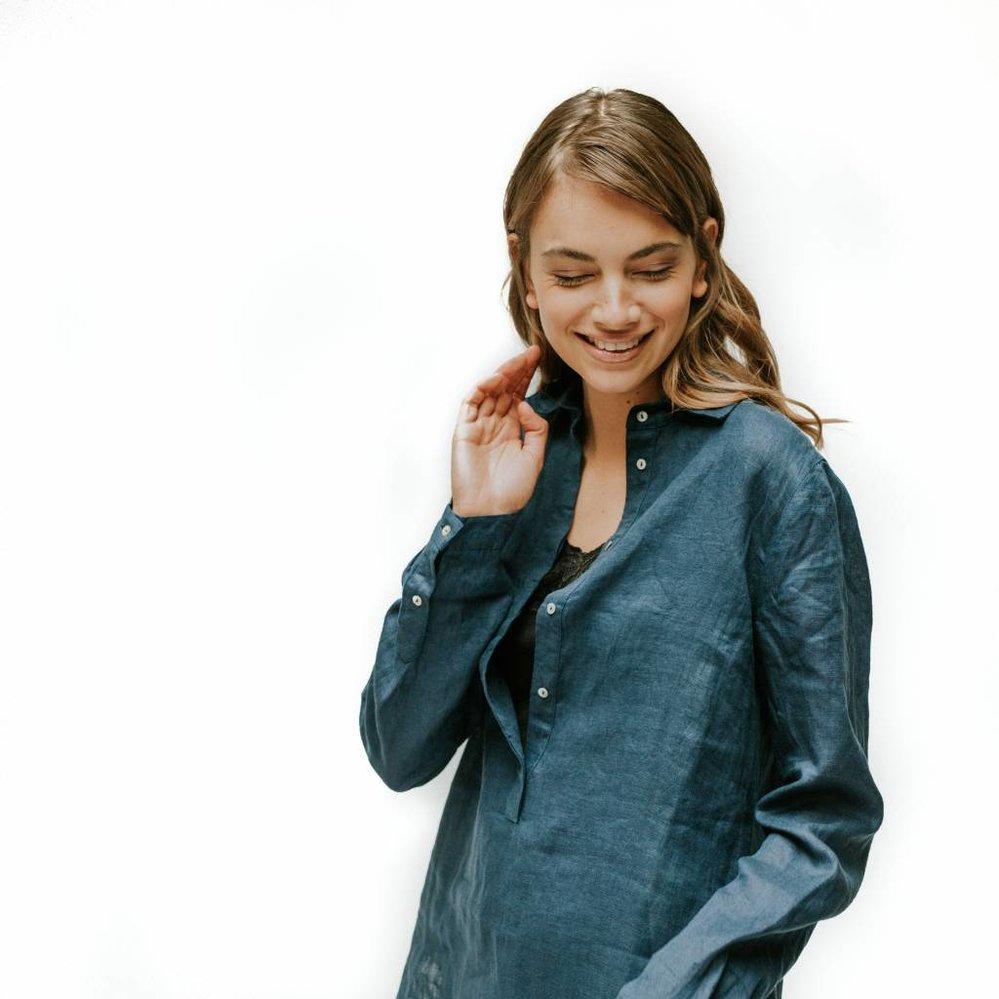Feminine diepe placket tuniek linnen indigo blauw