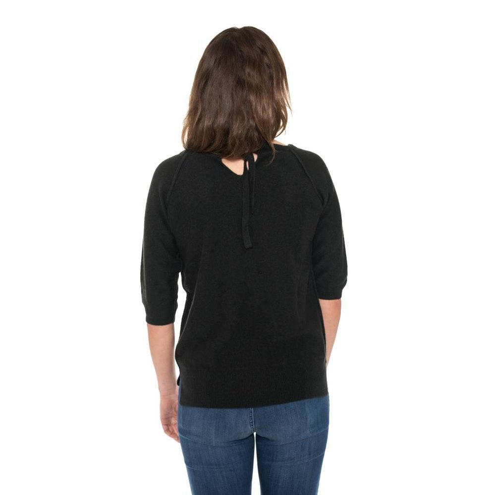 Boatneck loose fit cashmere with drawstring at the back