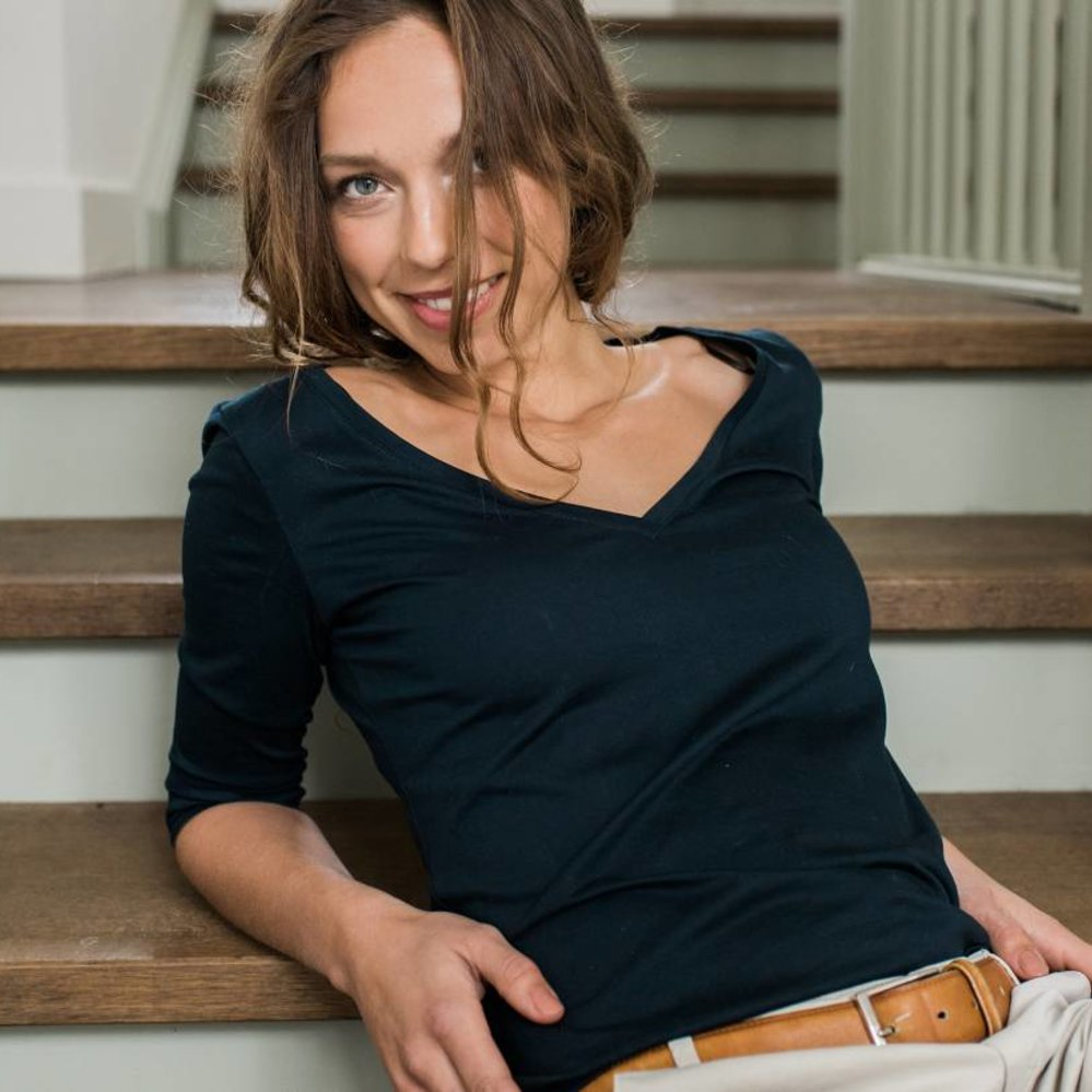 Cotton cashmere t-shirt  with the perfect v-neck