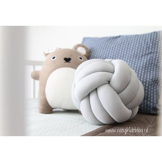 cozykidz knotball pillow light grey