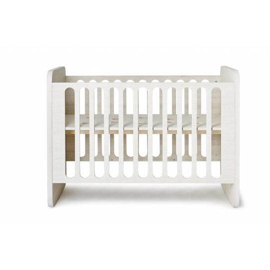 ollie | s | out milky white sleeper crib SHOWMODEL