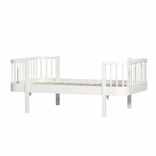 oliver furniture wood collection junior bed white