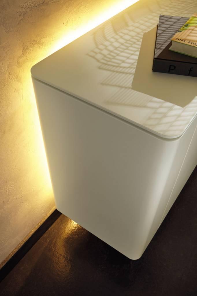 h lsta gentis sideboard in lack weiss h ngem bel. Black Bedroom Furniture Sets. Home Design Ideas