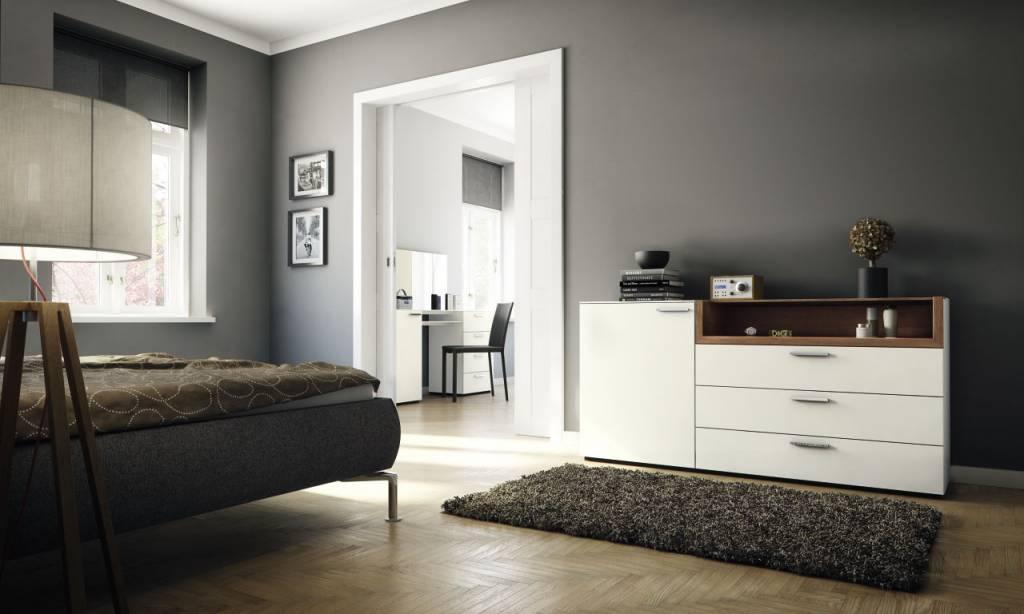 h lsta multi varis kommode in lack weiss und kernnussbaum. Black Bedroom Furniture Sets. Home Design Ideas