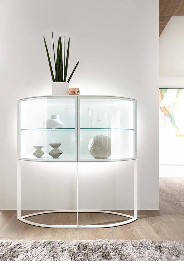 h lsta navis vitrine mit navis steht ein kraftvolles statement zu anspruch und stil im raum. Black Bedroom Furniture Sets. Home Design Ideas