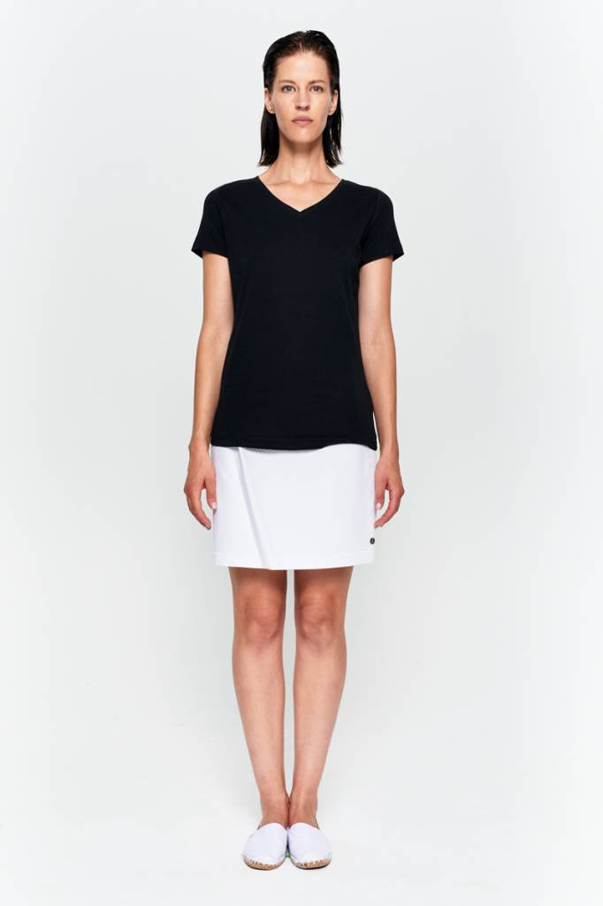 Basic T-Shirt V-neck made of organic cotton black