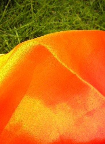 Sehr schöne Schleier in rot-orange-gelb