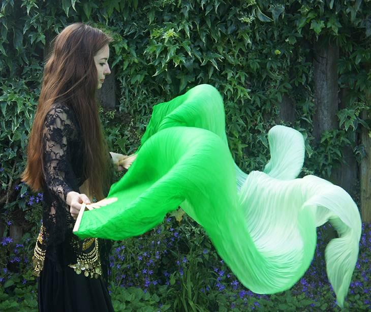 Fächerschleier / Fan-Schleier aus Seide in grün Farbverlauf