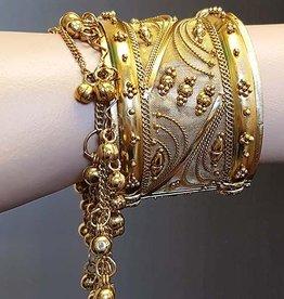 Sakkara Breiter goldener Armreif mit Glöckchen
