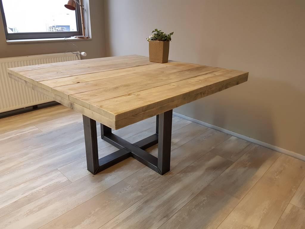 Houten Tafel Behandelen : Vierkante eettafel u kruis firma hout & staal