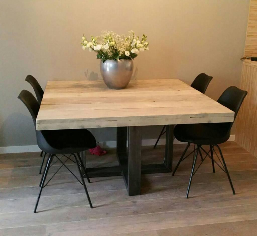 Vierkante eettafel u kruis firma hout staal - Eettafel en houten eetkamer ...