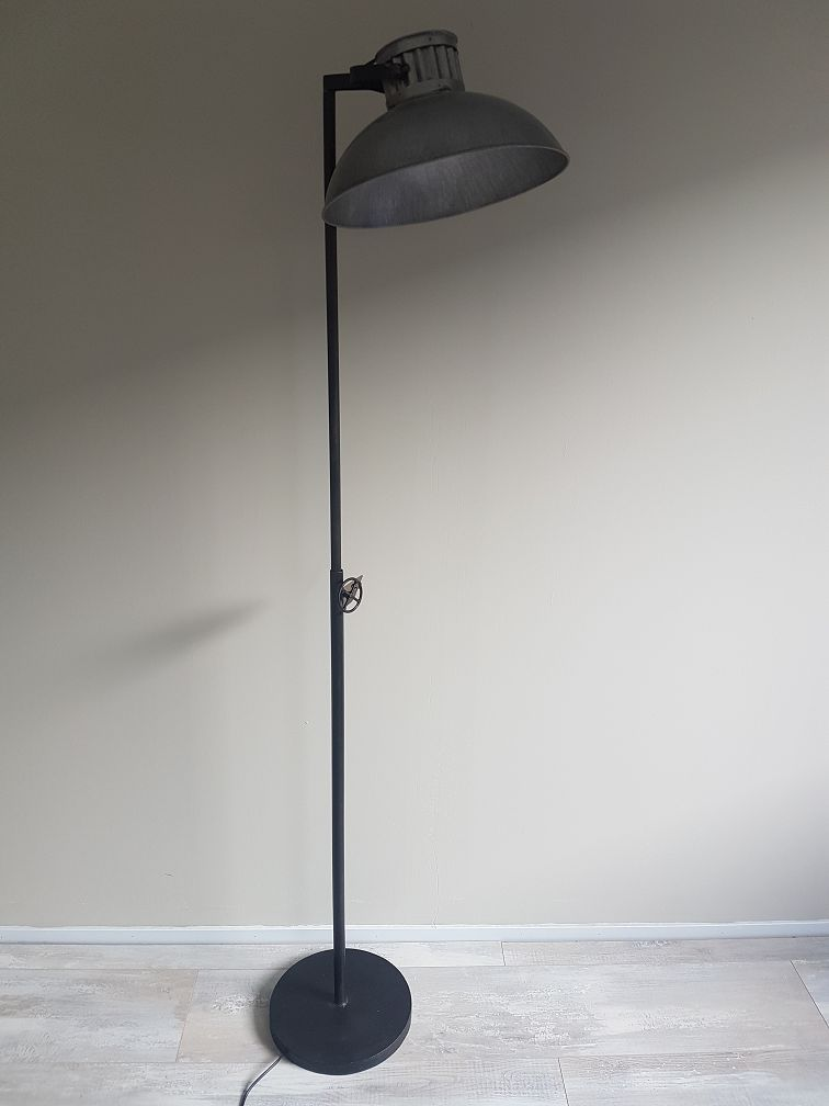Vloerlamp industrieel firma hout staal for Lamp industrieel