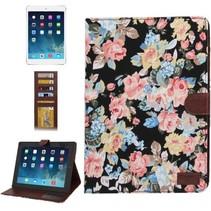 Bloemendesign zwarte flipcover iPad 2 / 3 / 4