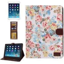 Bloemendesign witte flipcover iPad 2 / 3 / 4