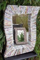 Ausgefallener rechteckiger Spiegel aus Recyclingpapier, bunte Stäbchen, handgefertigt