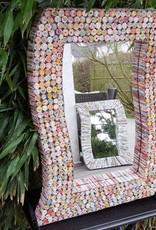 Ausgefallener rechteckiger Spiegel aus Recyclingpapier, bunte Rosetten, handgefertigt, Deko, jung und trending