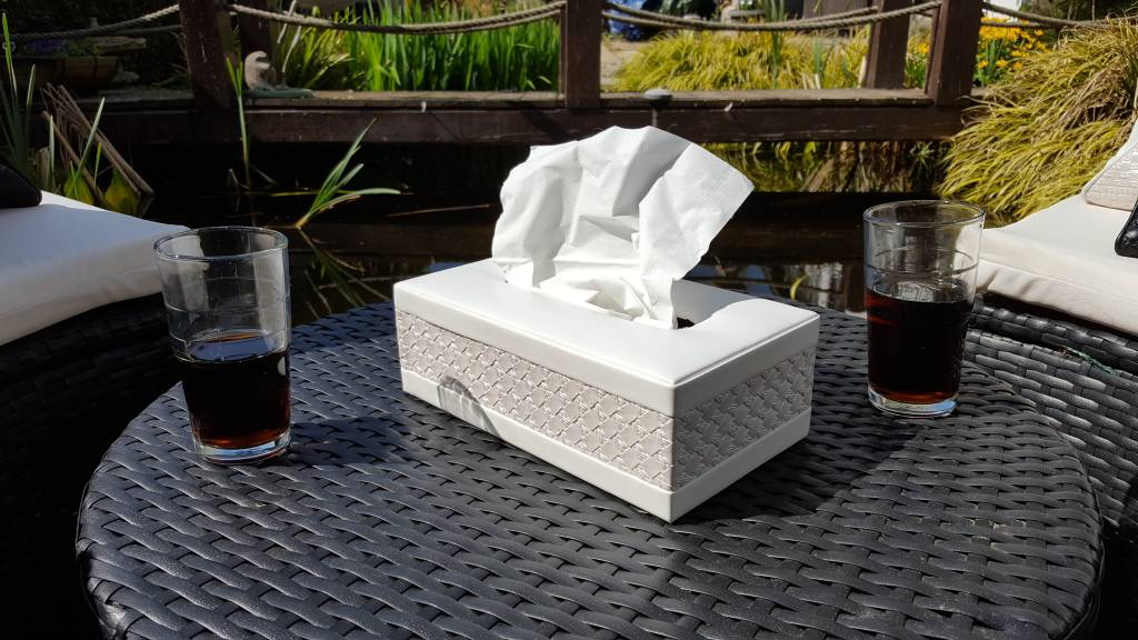 Elegante Tissuebox aus weißem Kunstleder