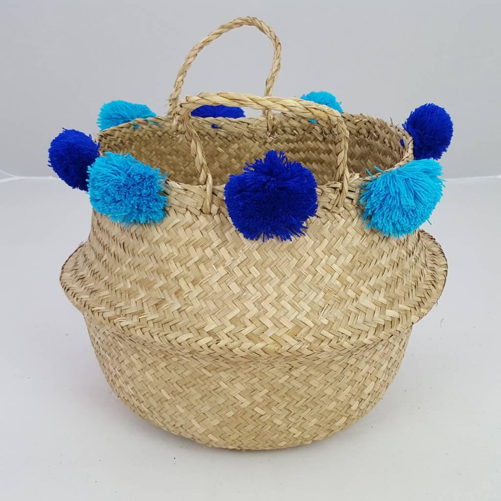 handgeflochtener seegras korb in natur mit blauen bommel decor of world. Black Bedroom Furniture Sets. Home Design Ideas