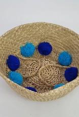 Decor Of World Hübscher Seegras-Korb in natur mit blauen Bommeln