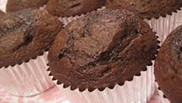 Chocoladecake met limoenmascarpone en vers fruit