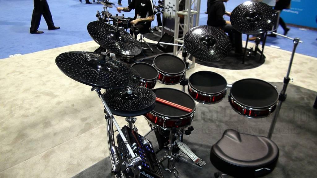 Alesis STRIKE PRO KIT ELECTRONIC DRUMS Professionelle E-Drum-Kit mit Mesh Heads 6 Stück 5 Becken