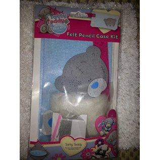 Kinder Bastelsets / Kids Craft Kits Tatty Teddy, Bastelset für ein Filtz Bleistift Etui.