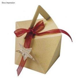 Modelo, cubo, caixa de 9 cm de altura x 7 cm de largura.