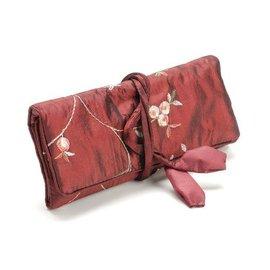 Elegante sieraden roll, rood, 19x 26cm, geborduurd met kleine roosjes.