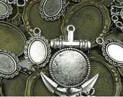 Metaal en hout ornamenten / versieringen, charmes