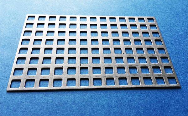 T le perfor e carr e en inox 8x8mm barre 4mm bords coup s - Tole aluminium 4mm ...