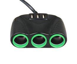 Autolader met 3 sockets en 2 USB-poorten in verschillende kleuren