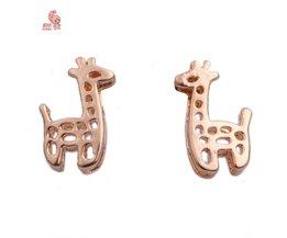 Kunia Ear Studs With Giraffe Design
