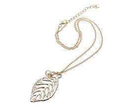 Necklace With Leaf Design