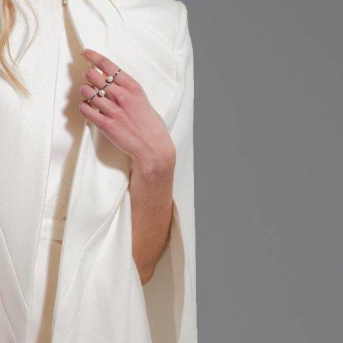 Dutch Basics Triple Pearl Ring