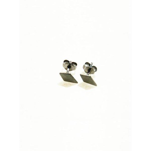 Diamond Shaped Stud Earrings 'RUIT' - Oxidized
