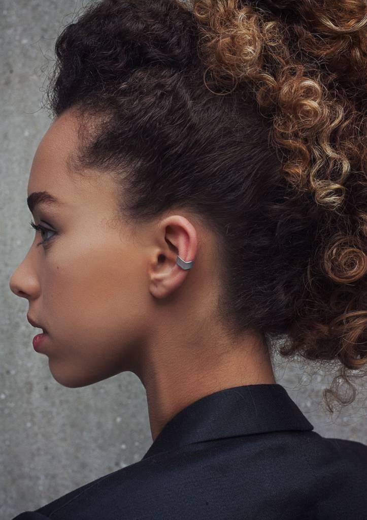 Dutch Basics Silver Point Ear Cuff